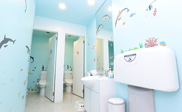 水槽の中のようなトイレ